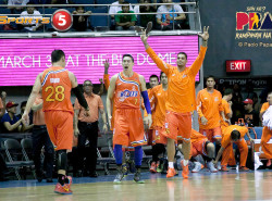 Talk 'N Text Tries to Stay Unbeaten Against Streaking Meralco