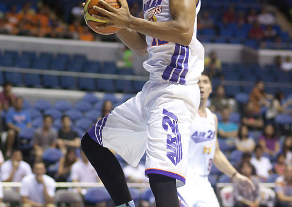 SLAM SNEAKER WATCH: PBA COMMCUP WEEK 7
