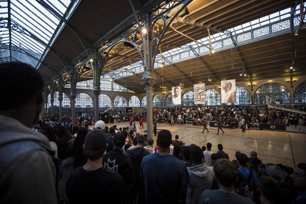 Carreau du Temple hosts select Parisian hoops fans who await KD's arrival.