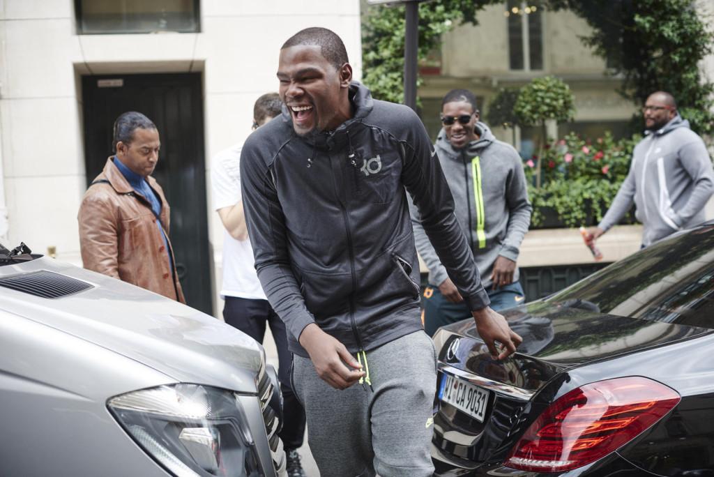 The day begins as Durant bounds onto Rue du Faubourg Saint-Honoré, Paris.