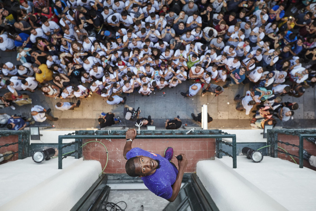 Durant receives a warm welcome from his fans in central Madrid.