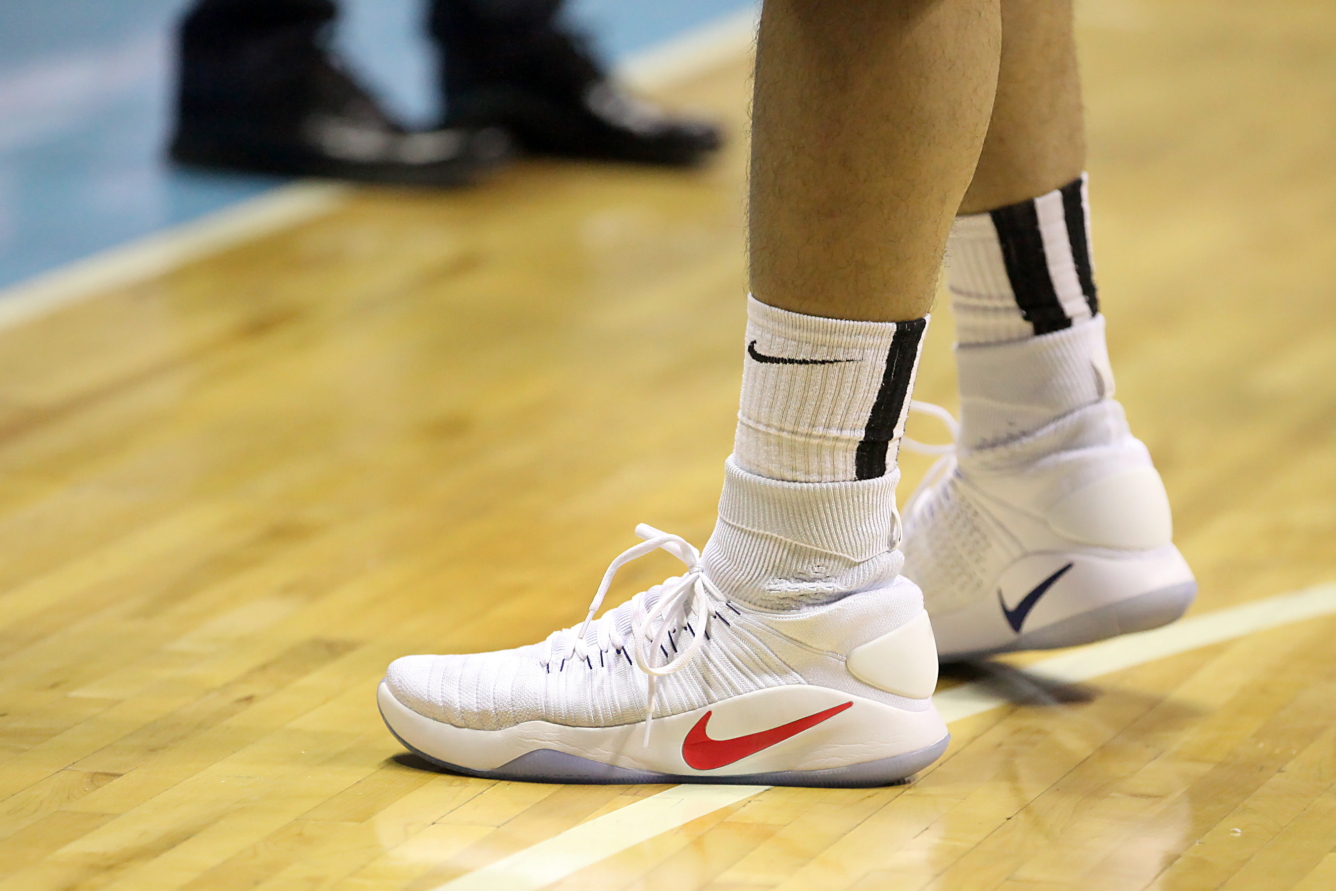 SLAM Sneaker Watch: Alaska and Star rock the new Nike Hyperdunk 2016 Flyknit