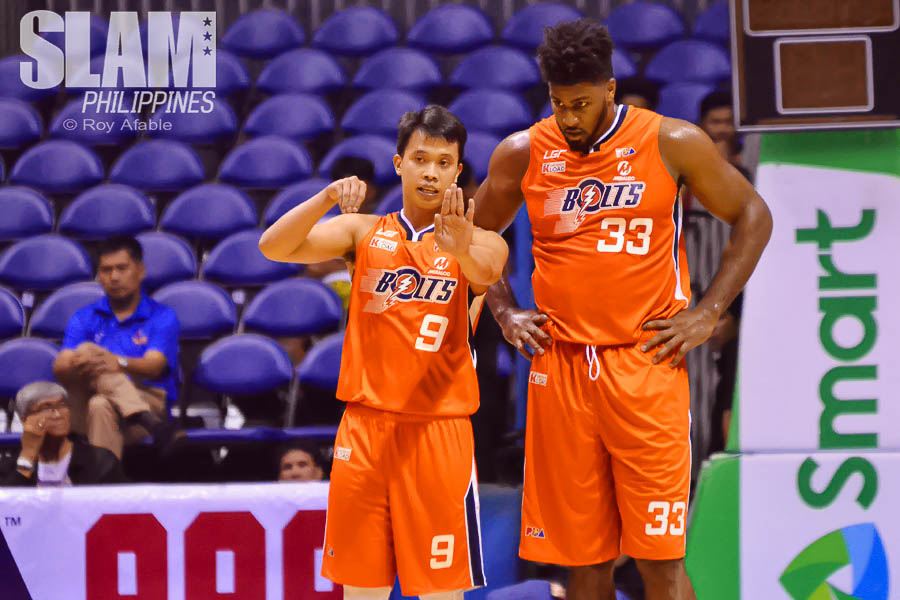 2017 PBA Commissioners Cup Meralco-Phoenix pic 3 by Roy Afable