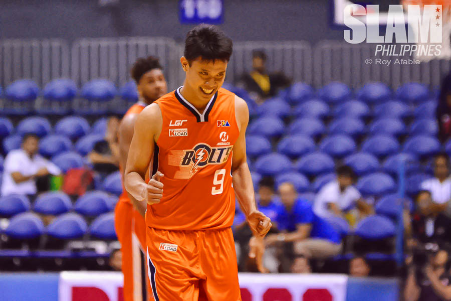 2017 PBA Commissioners Cup Meralco-Phoenix pic 9 by Roy Afable