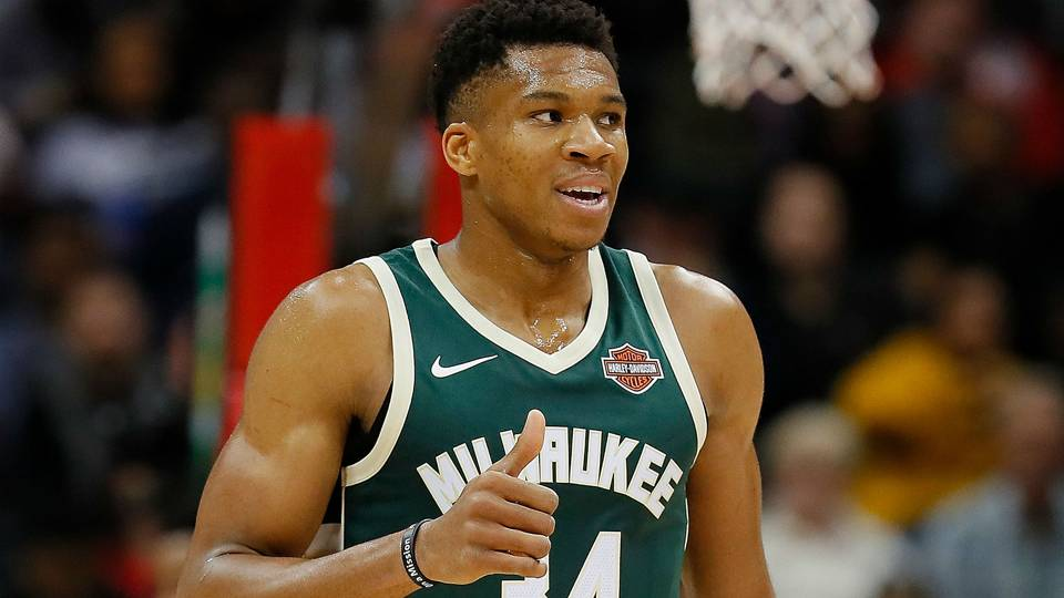 Giannis Antetokounmpo stays with the Swoosh