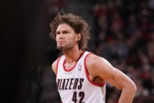 New York Knicks add Robin Lopez, Washington Wizards tap Gary Neal
