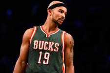VIDEO: Bayless beats Bulls late as Bucks stay alive