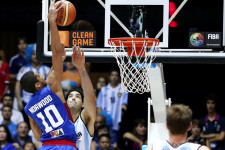 VIDEOS: FIBA turns the spotlight on Gabe Norwood dunks versus Argentina