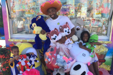 "LOOK: Gilbert Arenas flashes back to ""Hibachi!"" mode at county fair"