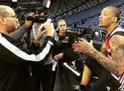 VIDEO: Michael Beasley welcomes himself back to the NBA with this jam