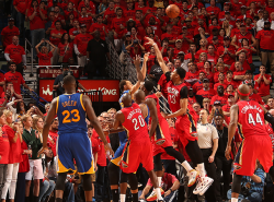 NBA says Curry's wild triple to force OT should have been an and-one play