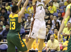 Kevin Ferrer saves UST versus the FEU Tamaraws