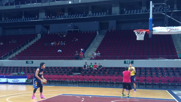 Ryan Araña's Pink Shoes are Back