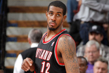 LaMarcus Aldridge to delay surgery, try to play with splint