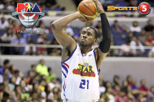 Denzel Bowles puts Purefoods on his back to take game one