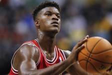 Chicago Bulls clamp down on Jimmy Butler's options, extend maximum qualifying offer