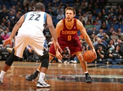 Matthew Dellavedova picks up qualifying offer, returns to the Cavaliers