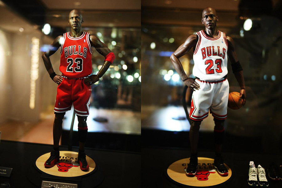 michael-jordan-figurines-enterbay-showcase-3