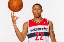 VIDEO: Otto Porter gets caught napping in the worst possible way