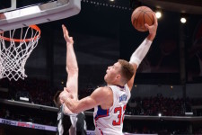 VIDEOS: Let's watch Blake Griffin slam on Aron Baynes in slo-mo